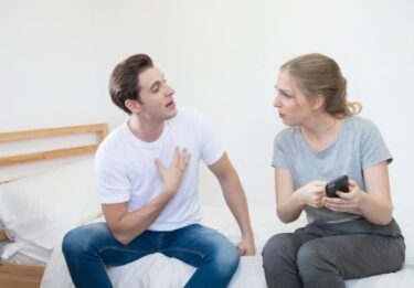 【体験談5選】旦那に不倫されたら即離婚!?世の女性はどうしてるの??